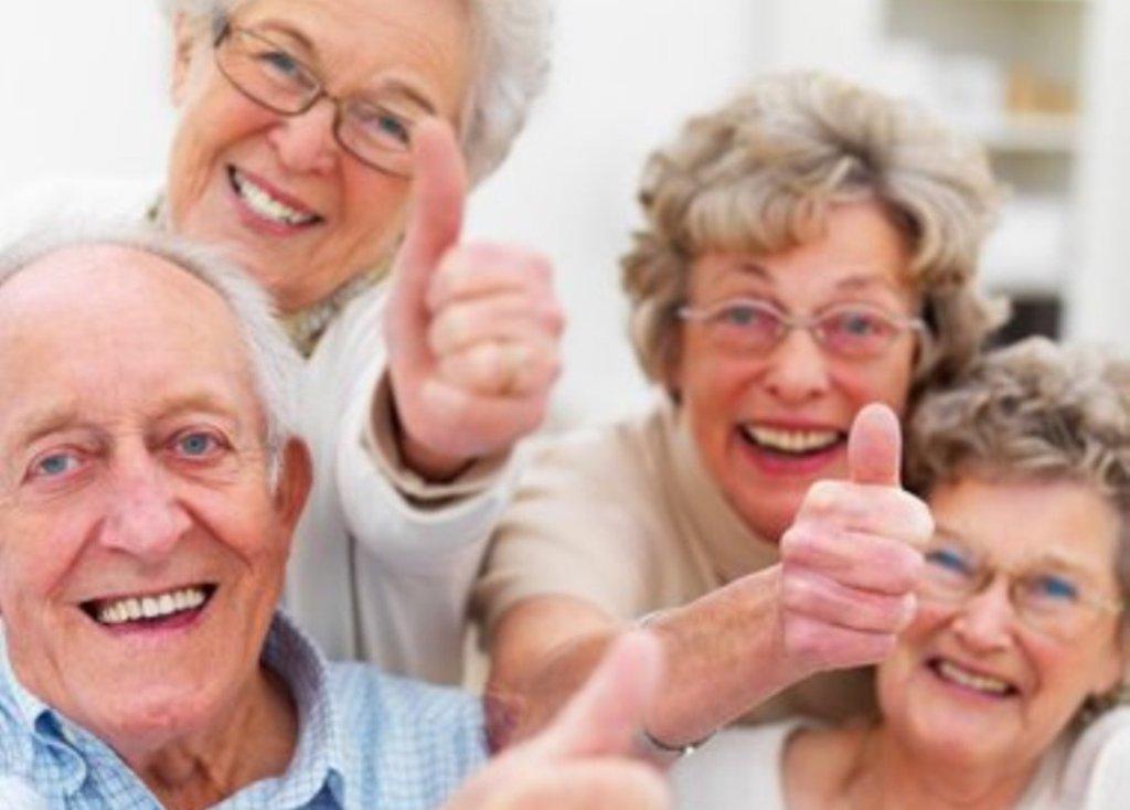 personnes âgées contentes