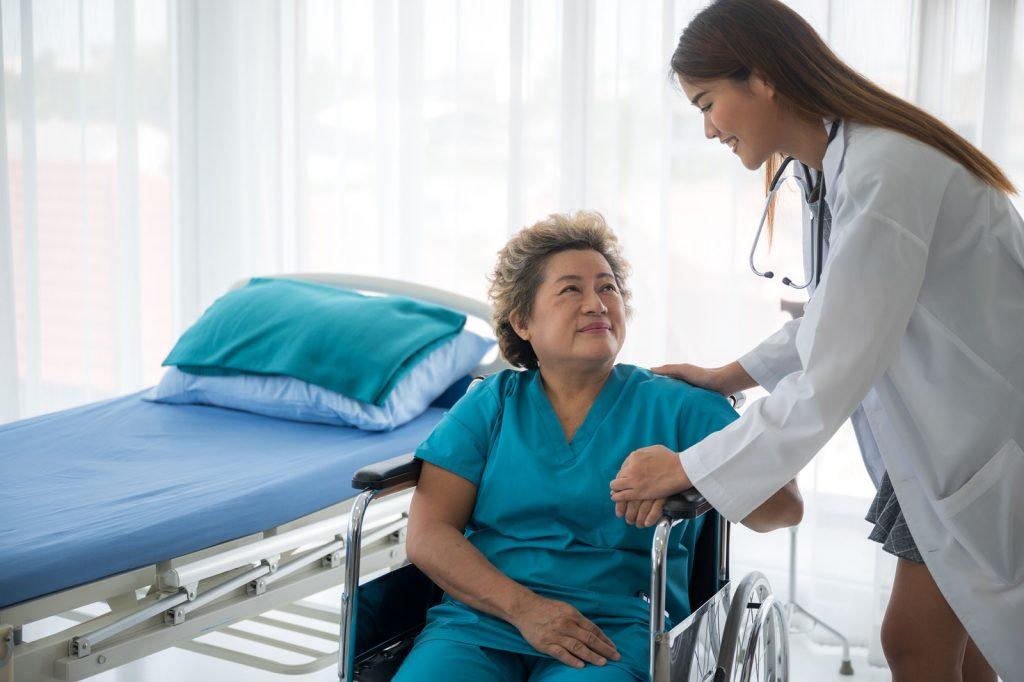 patiente avec un médecin